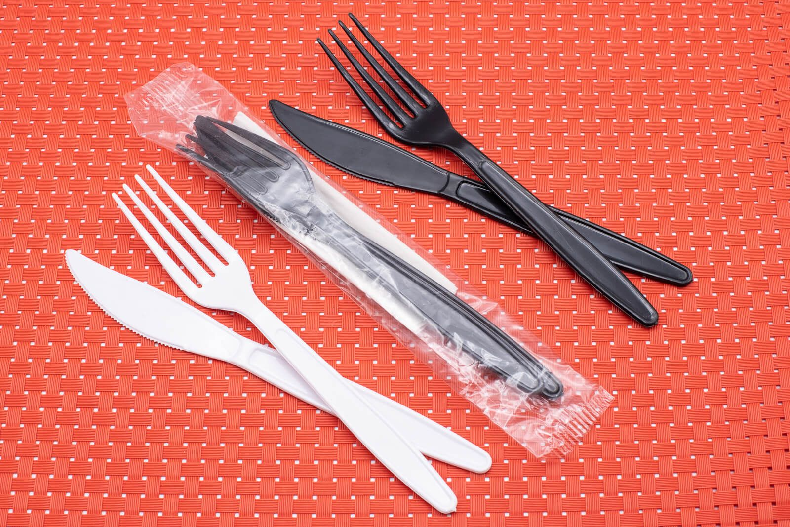 Talher descartável envelopado garfo e faca com e sem guardanapo - Com guardanapo - Preto