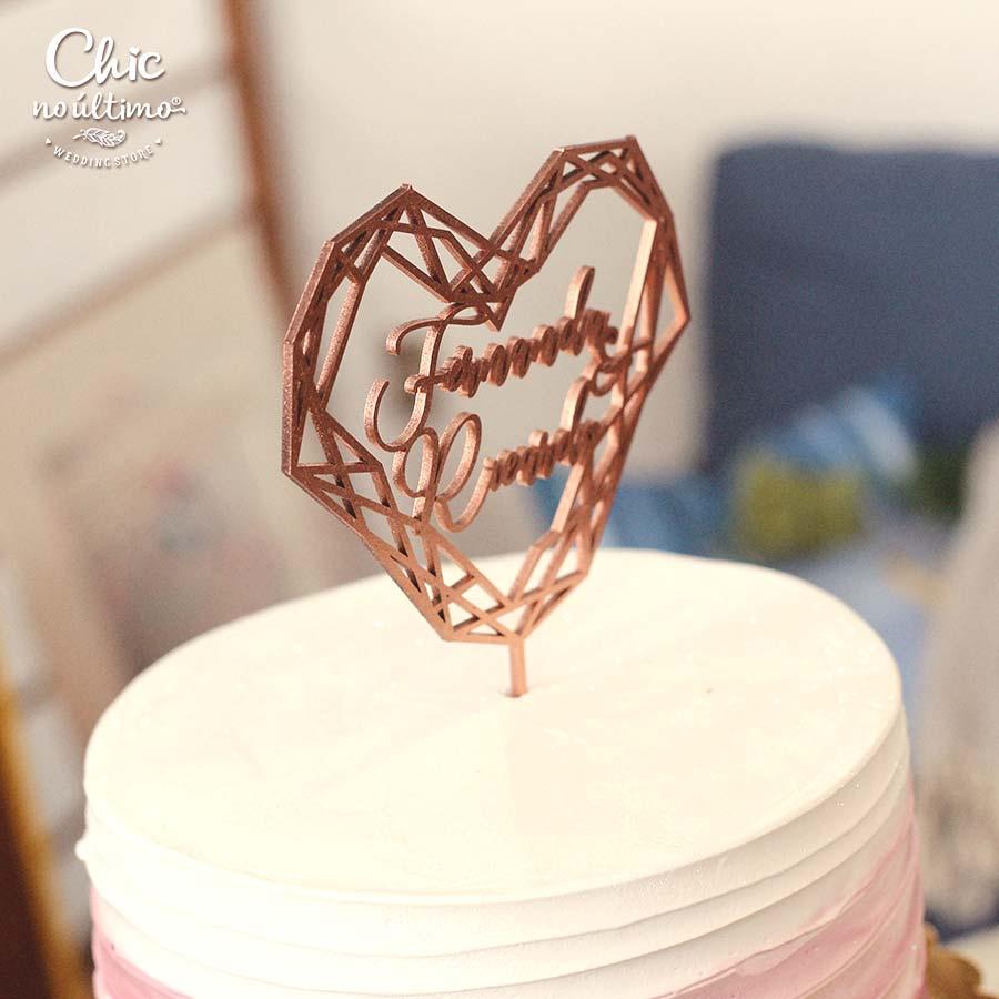 Coração Geométrico - Topo de bolo personalizado de madeira