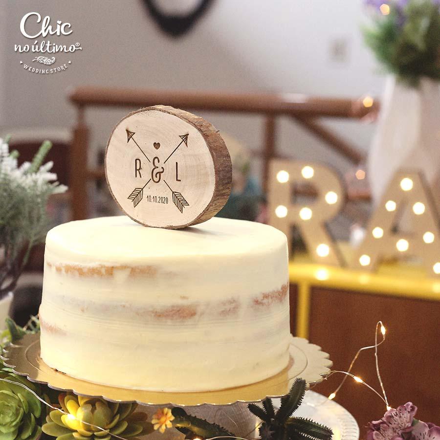 Flecha - Topo de bolo personalizado - tronco de madeira