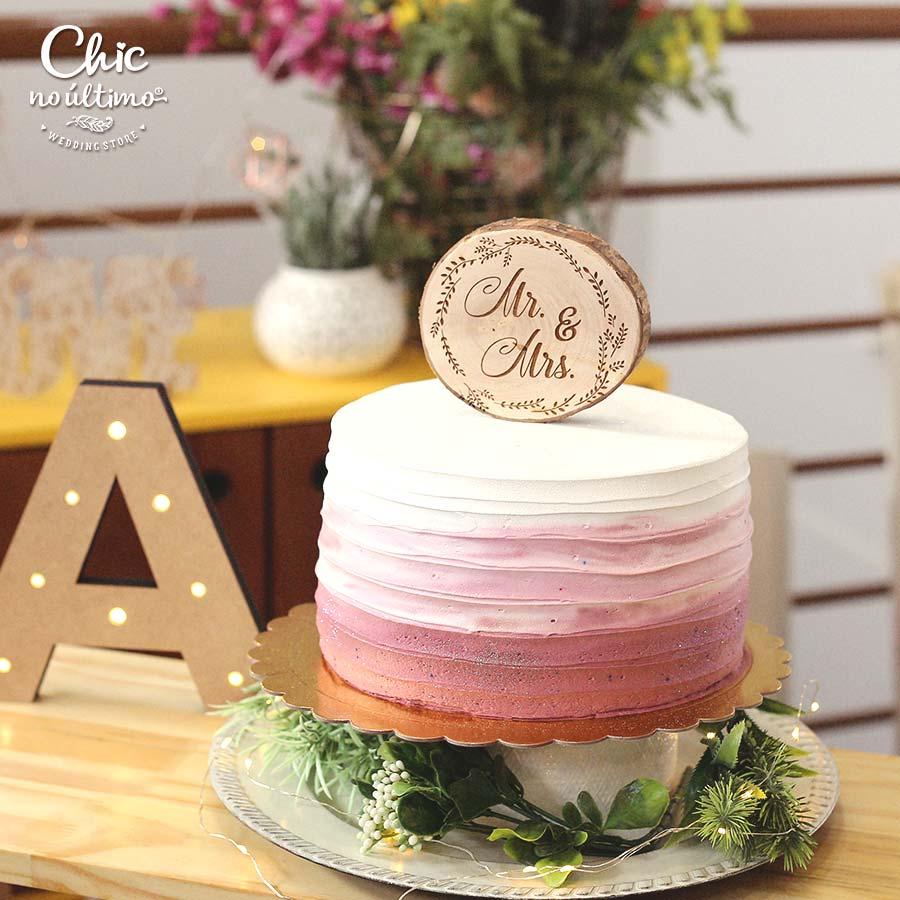 Mr e Mrs - Topo de bolo - tronco de madeira
