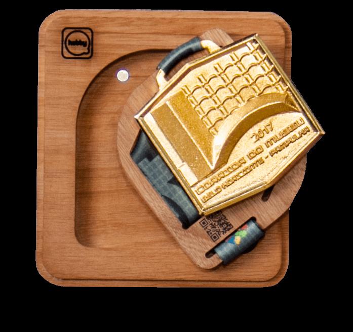 Porta medalhas de madeira - modulável