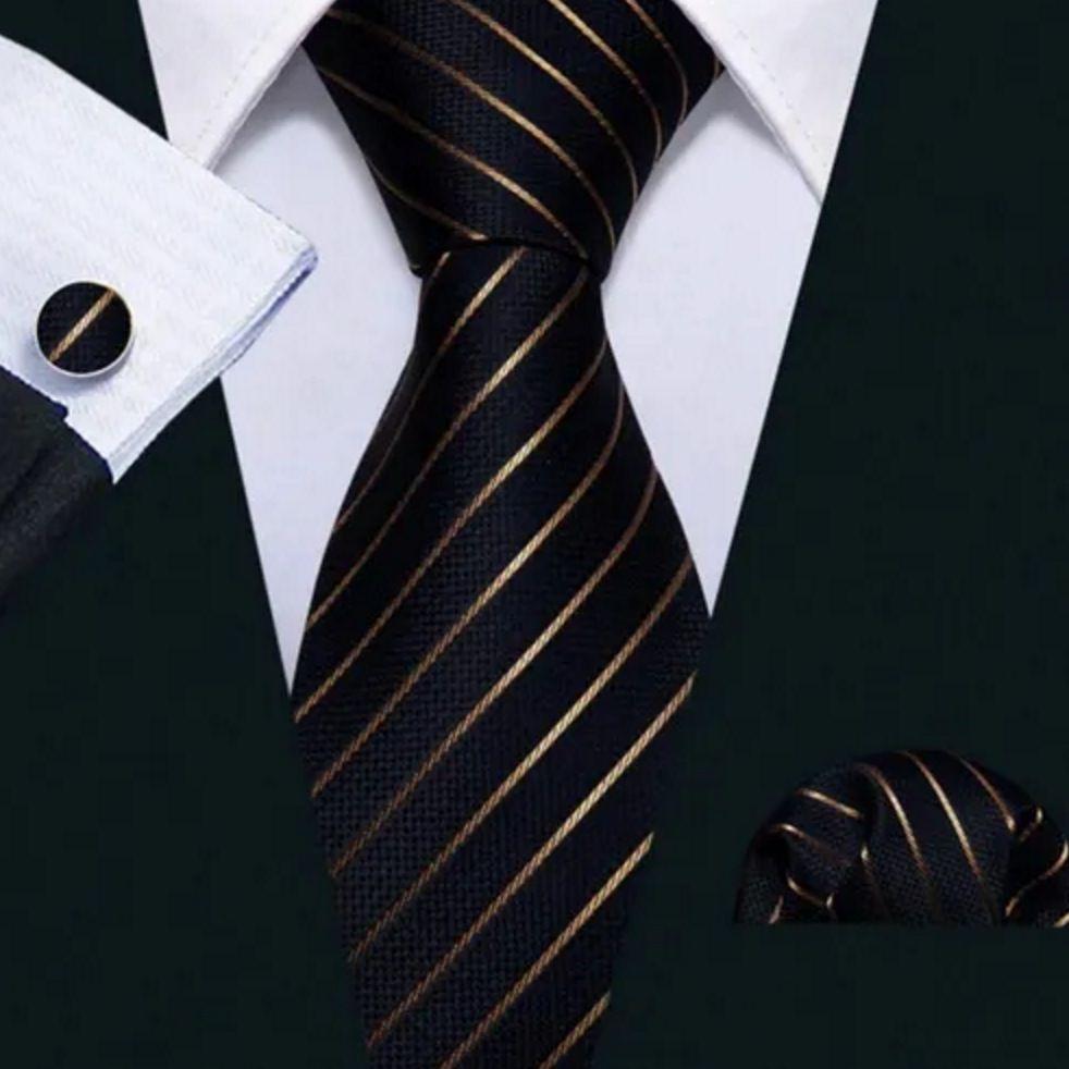 Kit Gravata Seda Listrada Preta dourado Ouro + lenço + bots
