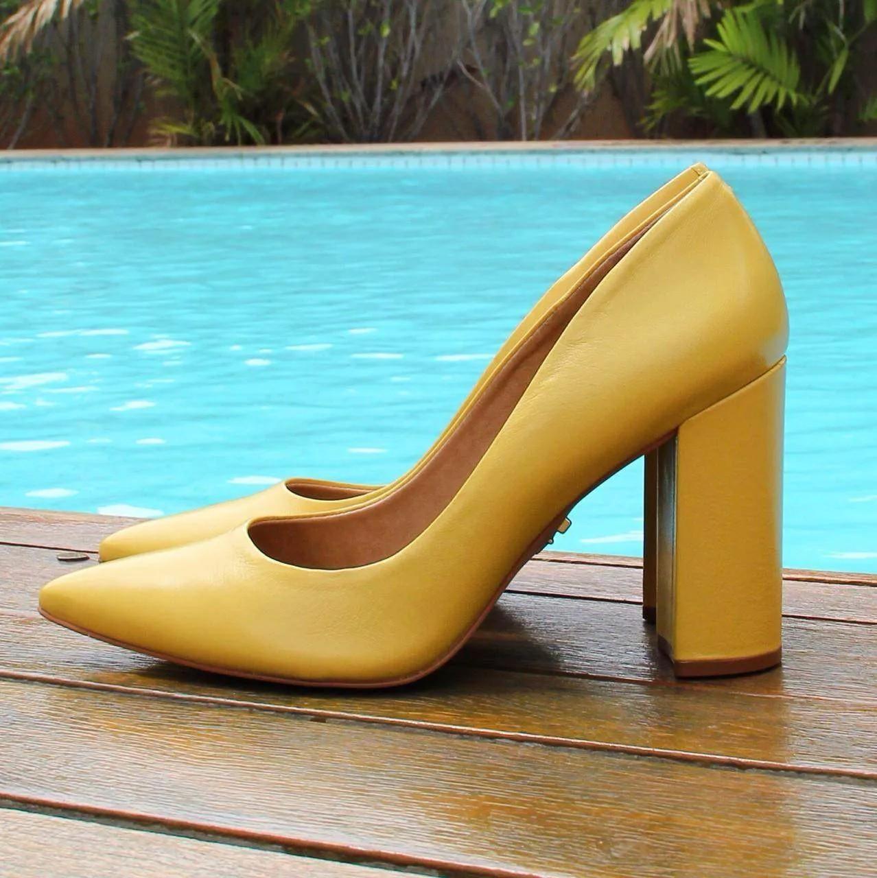 Scarpin Salto Bloco  Amarelo by Carrano
