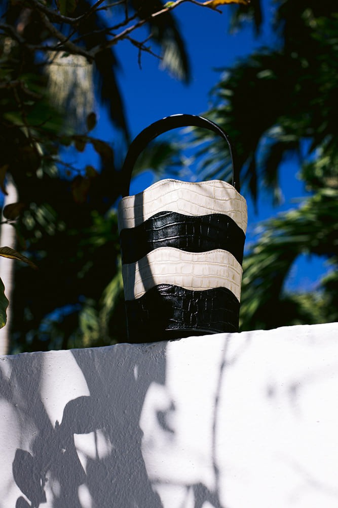 Bolsa Bucket Copacabana Preto e Branco Croco