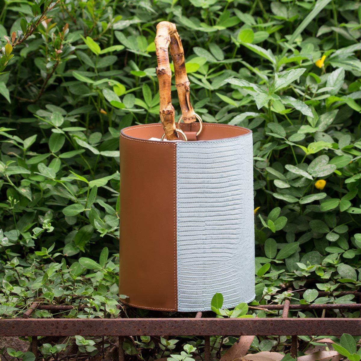 Bolsa Bucket Duo Bambu Azul Bebê e Caramelo