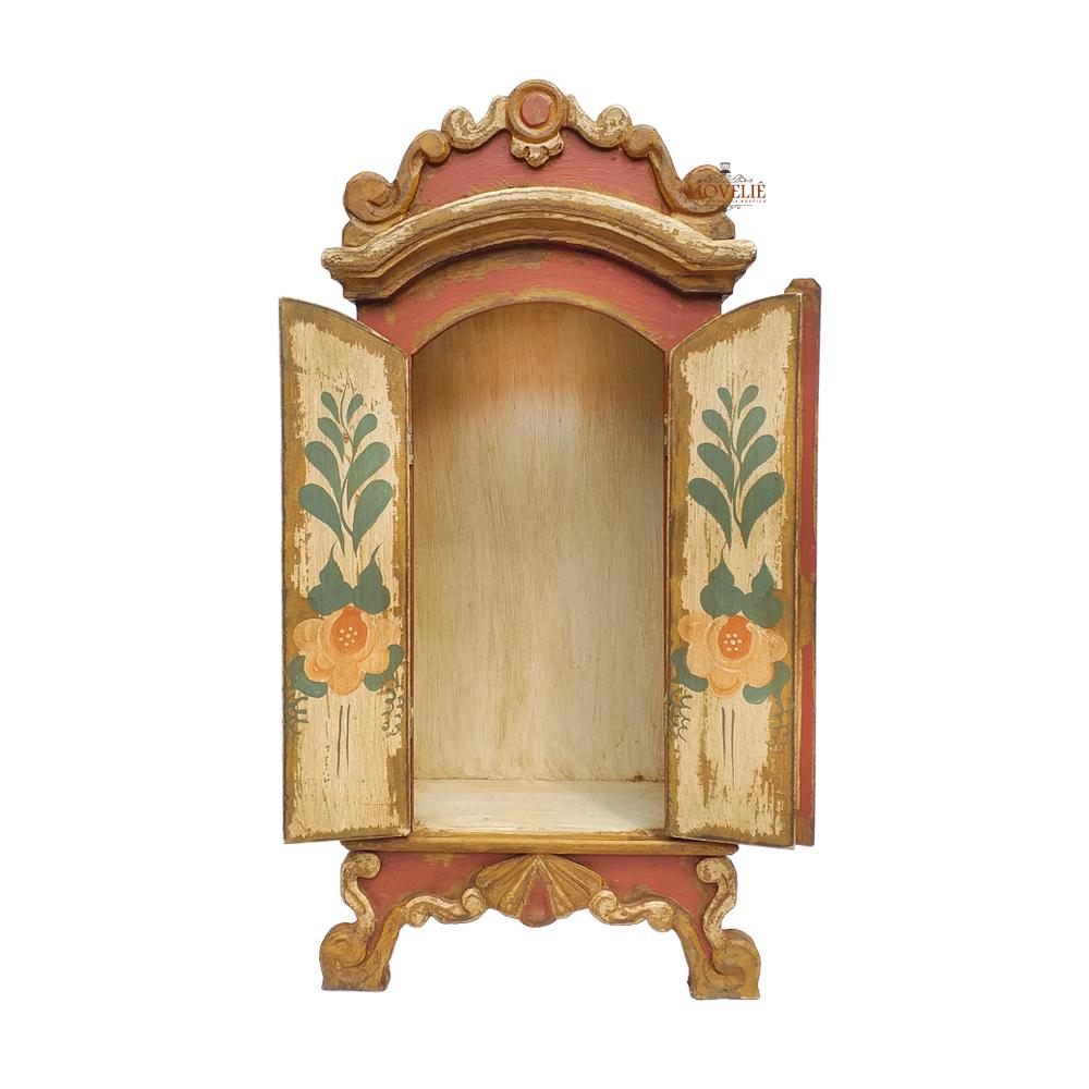 Oratório de madeira envelhecida estilo barroco