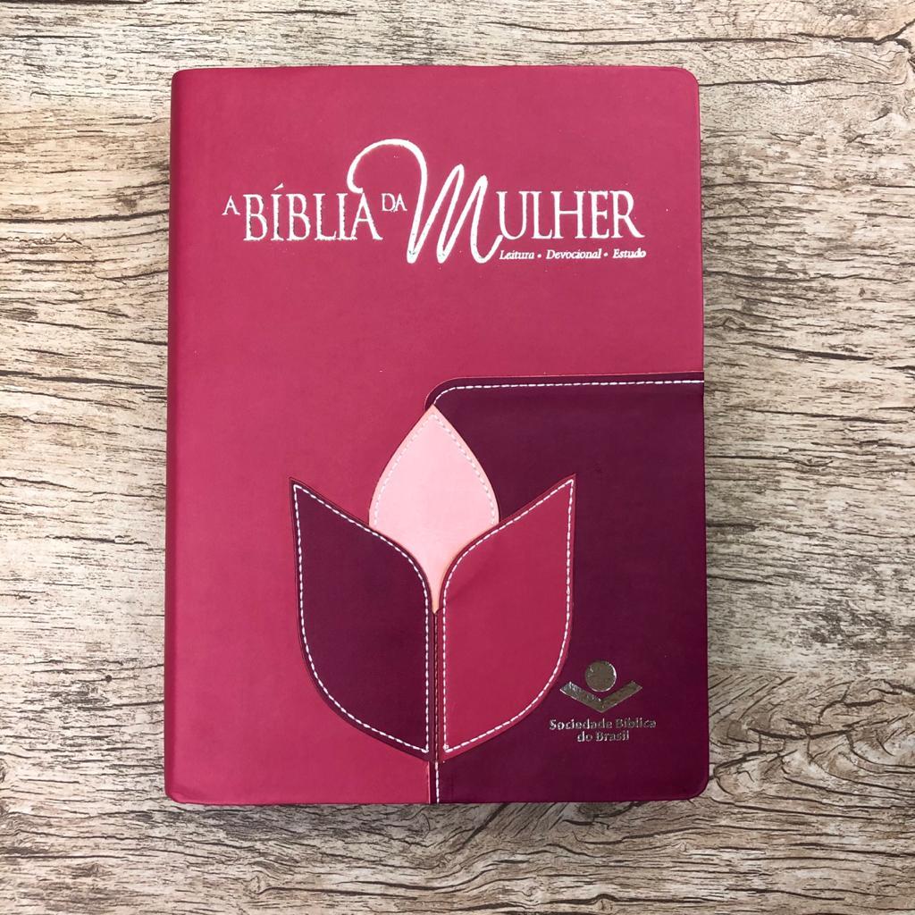 Bíblia da Mulher Grande - Revista e Atualizada - Flor costurada