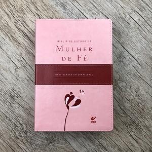 Bíblia de estudo da Mulher de Fé - Capa Rosa Claro e vinho - NVI