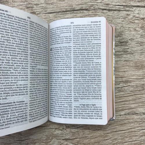 BÍBLIA NVI LETRA GIGANTE SEMILUXO FLORES CINZA