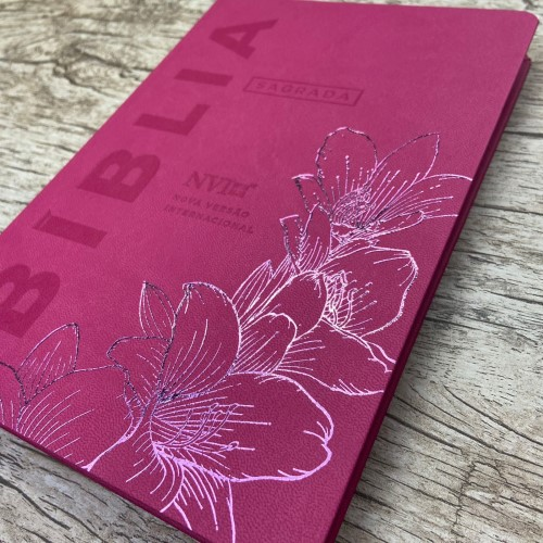 Bíblia NVI Slim semi luxo - Rosa