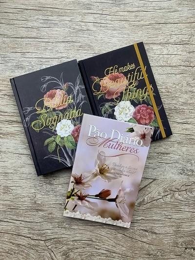 Kit de Bíblia feminina Floral Peônia + Caderno de anotações capa Peônia + Devocional Pão Diário para Mulheres