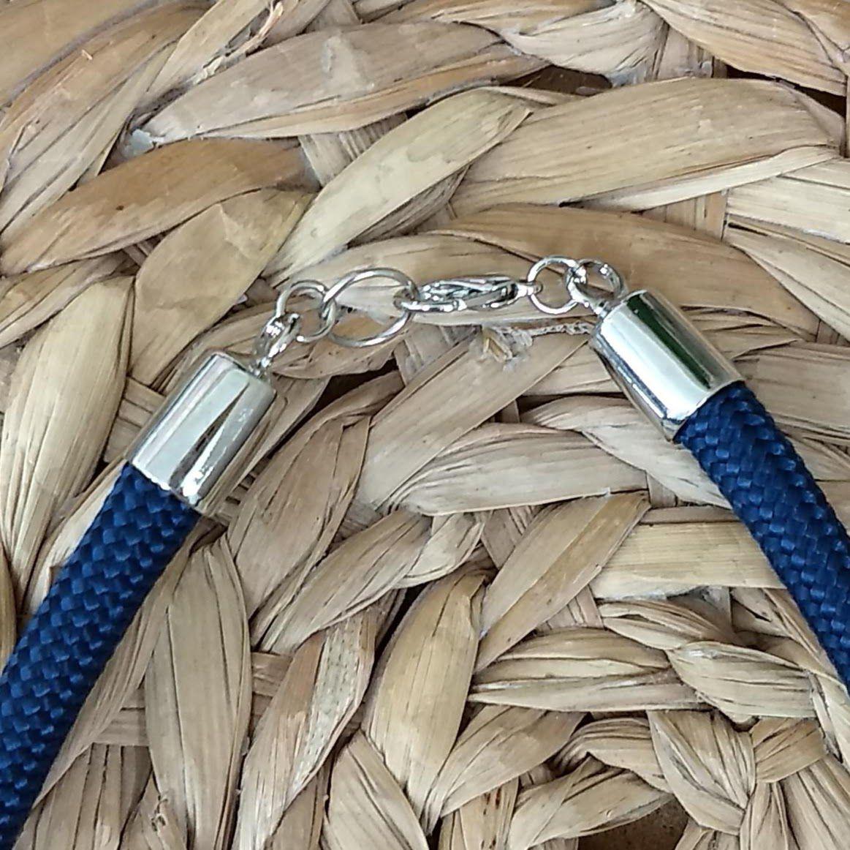 Kit com Colar Pulseira e Chaveiro - Azul Marinho