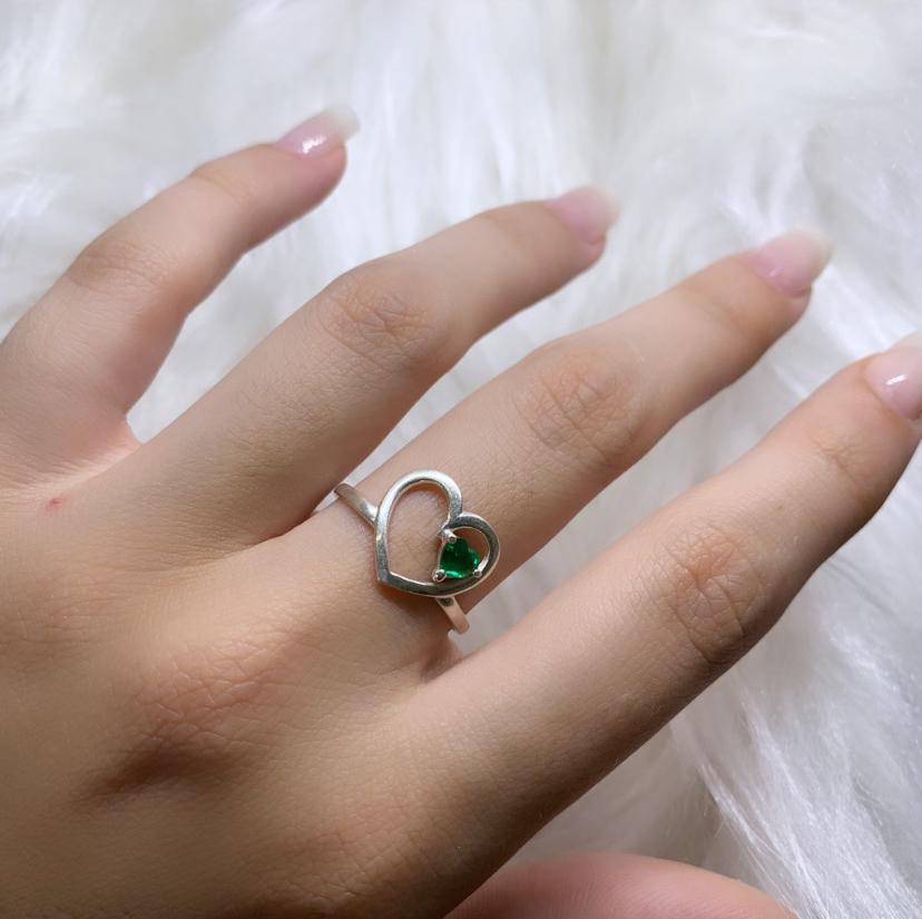 Anel Coração Vazado Liso com Zircônia Verde