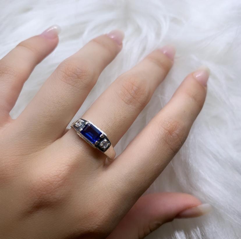 Anel de Formatura com Zircônias Azul e Cristal