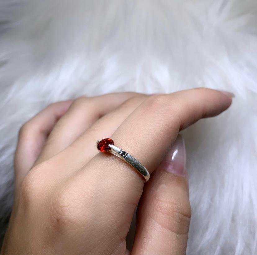 Anel Zircônia Oval Vermelha com Marcassitas