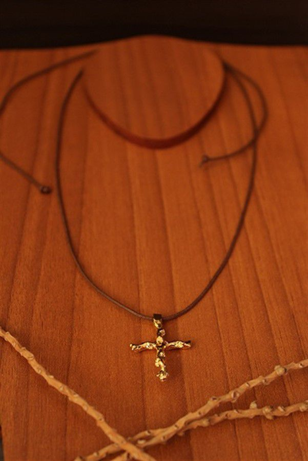 Colar Fio Encerado Galho de Açaí Formato Crucifixo
