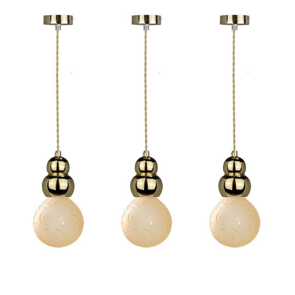 3 pendentes Glamour com globo de vidro e fio na cor dourada