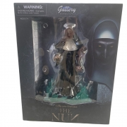 Diamond Select Nun Gallery PVC Statue A FREIRA