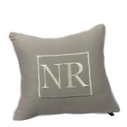 Almofada cinza bordado NR branco
