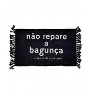 Tapete preto : não repare a bagunça.