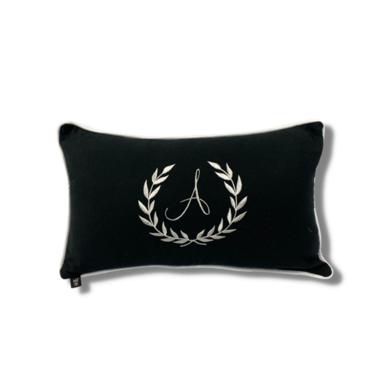 Almofada inicial brasão: preto e branco