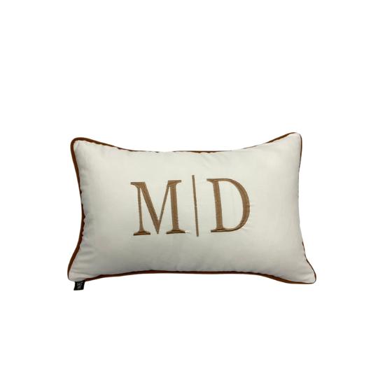 Almofada inicial retângulo: off com marrom - M/D