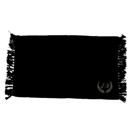 Tapete personalizado com inicial bordada letra cursiva