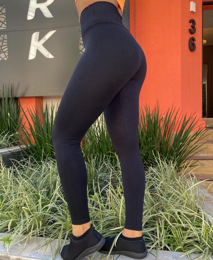 Conjunto calça legging leaf de poliamida texturizada e top cruzado com bojo removível  - Lamark Fitness