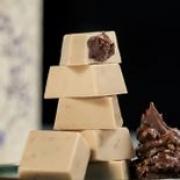 HAOMA Bombom de Chocolate Branco com recheio de avelã com cacau