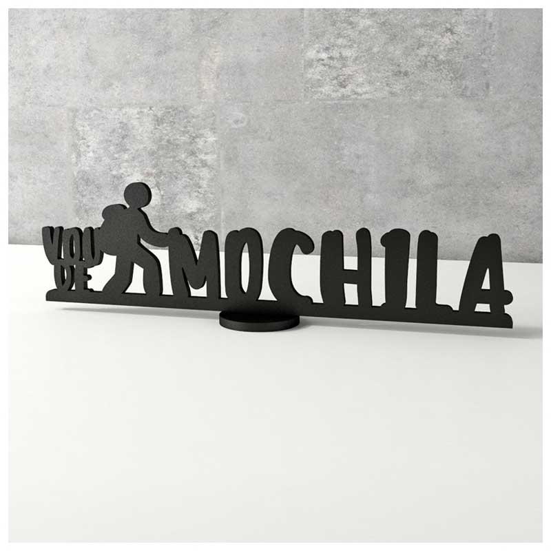 Escultura de Mesa - Frase de Viagem - Vou de Mochila (30x8,6cm)