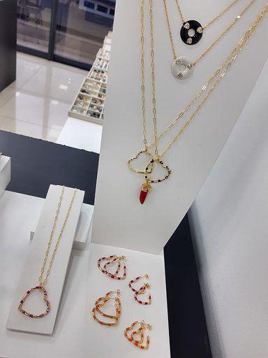 Conjunto Colar Brinco Coração Esmaltado Dourado Semi joias
