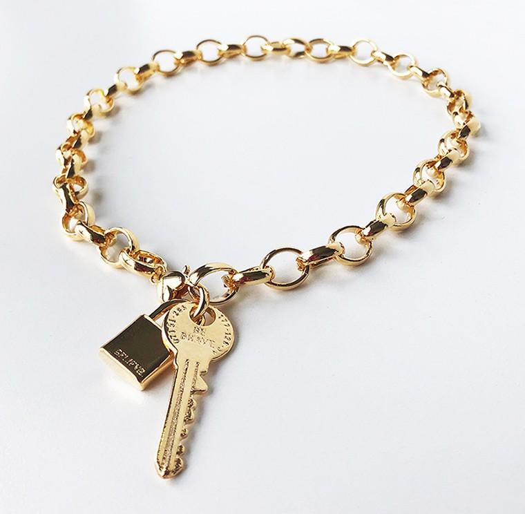 Pingente Cadeado Maciço Dourado Folheado Duquesa Semi joias
