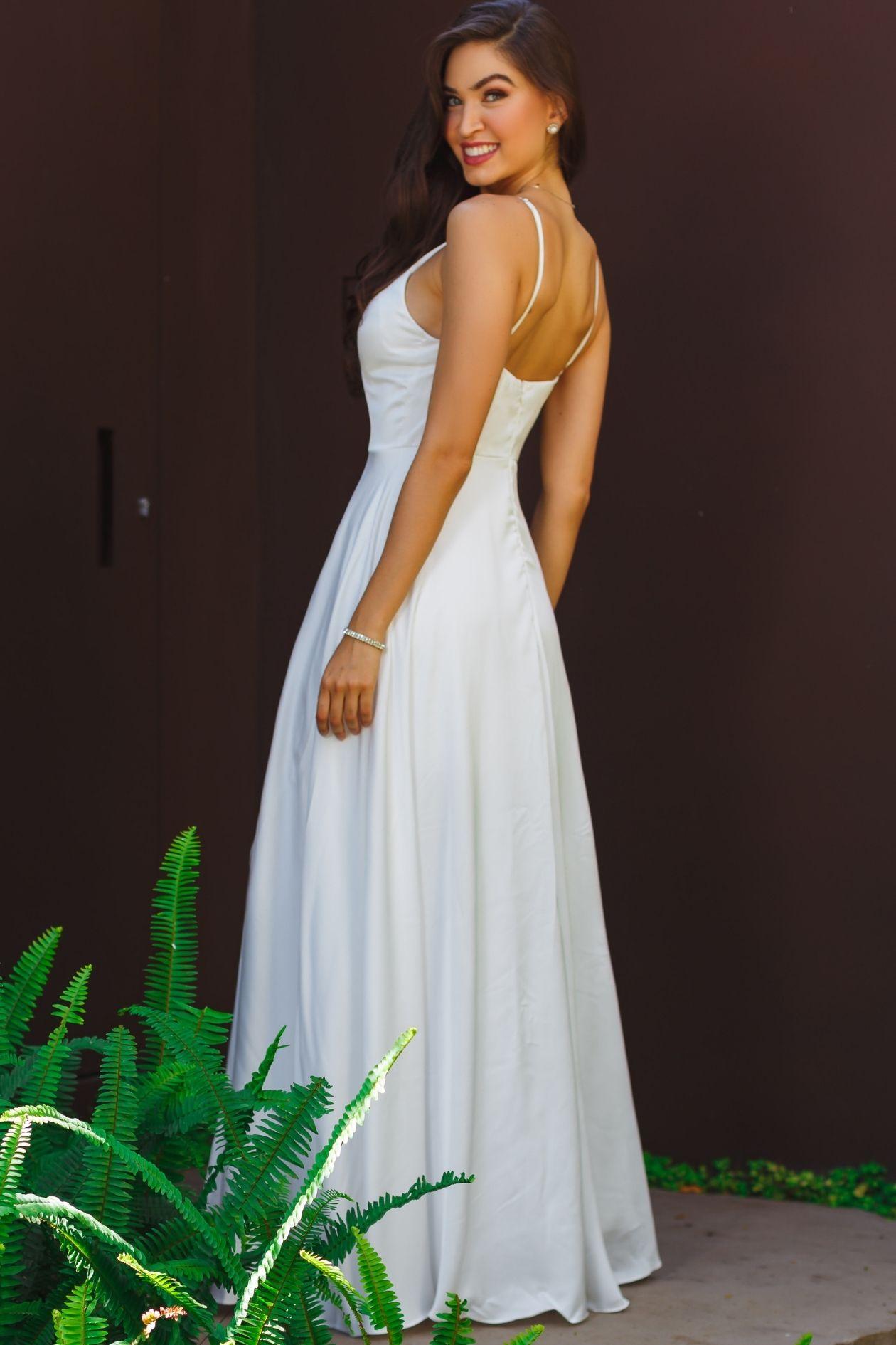 Vestido longo com decote em gota noiva