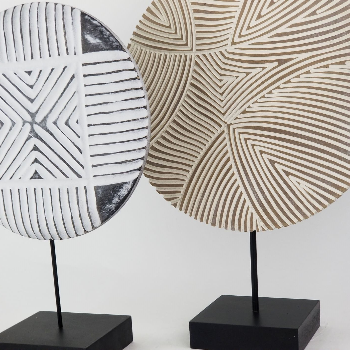 Composição Duas Esculturas de Madeira com Base - Decoração