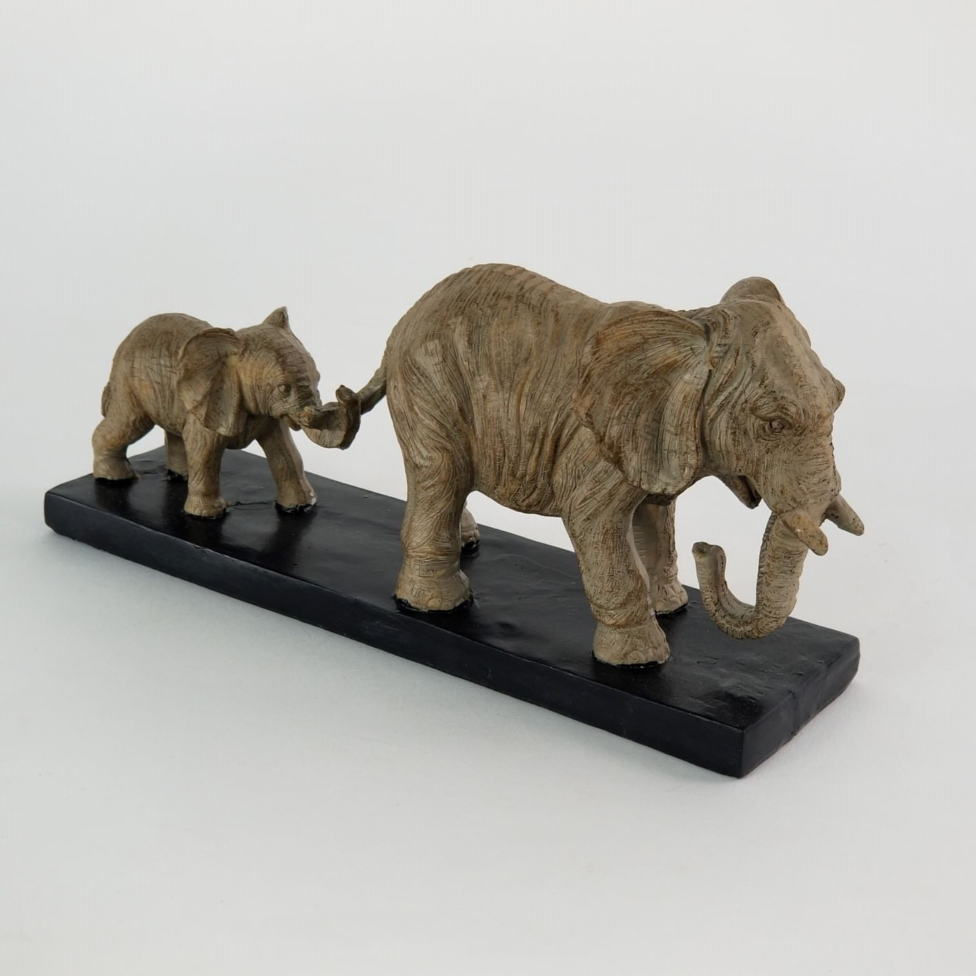 Elefante Decorativo de Resina Escultura Mãe e Bebê Seguindo