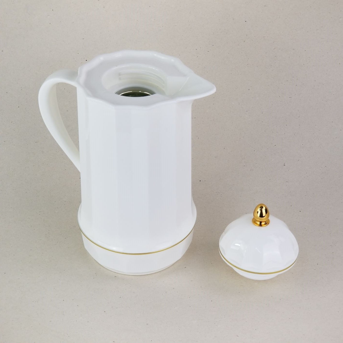 Garrafa Térmica Branca e Dourada Com Ampola de Vidro 1L