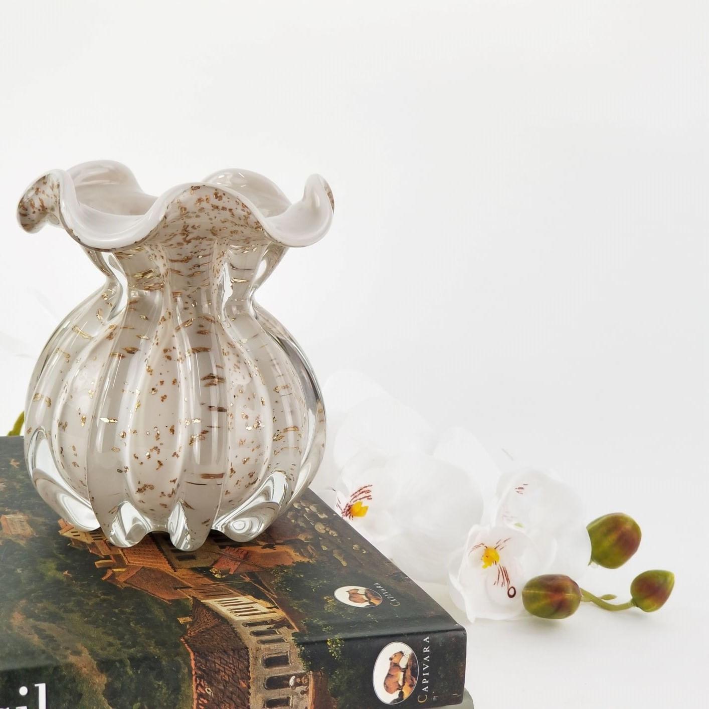 Vaso Trouxinha de Murano - Branco Marfim e Pó Dourado