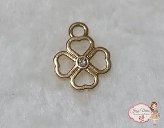 Pingente trevo dourado com strass(1 unidade)