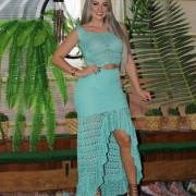 Conjunto de saia e cropped de trico verde