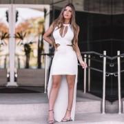 Vestido Curto com Cauda Tule