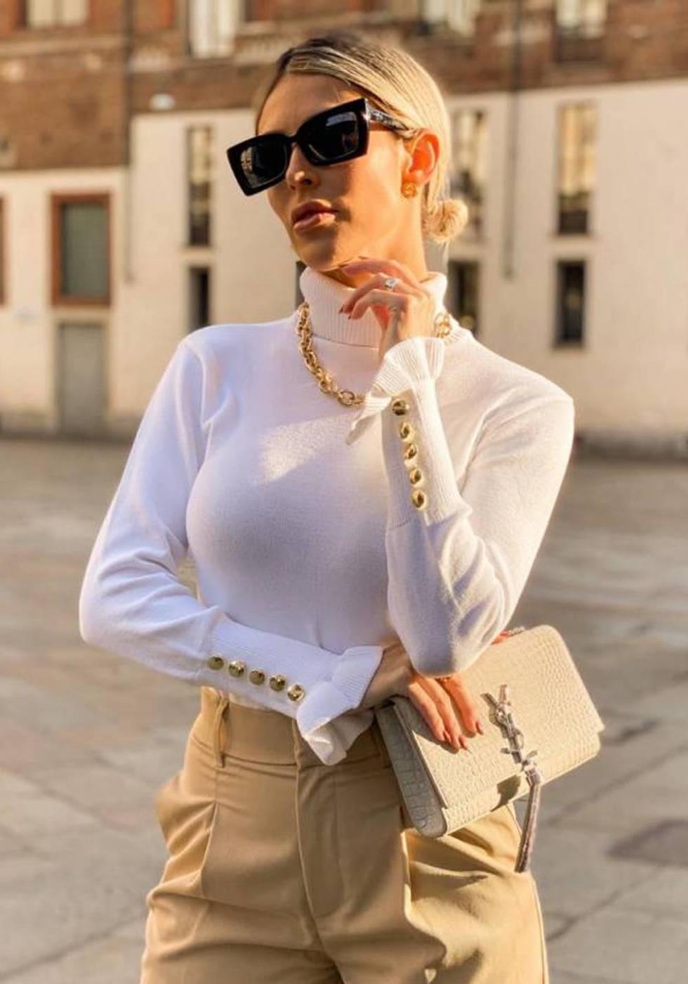Blusa Gola Alta com Botões em Tricot Branca