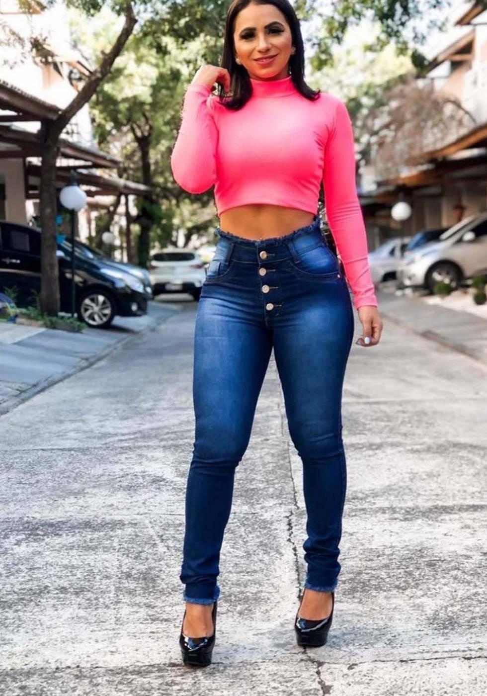 Calça Jeans Botões Cós e Barra Desfiados
