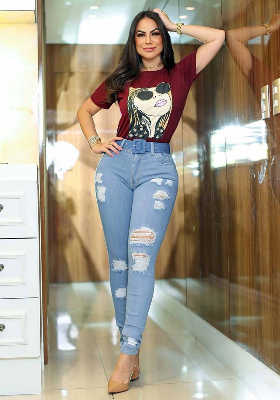 Calça Jeans Premium Destroyed Clara com Cinto de Brinde