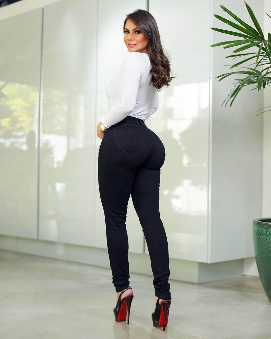 Calça Jeans Premium Modelador Básico Preta - Empina Bumbum