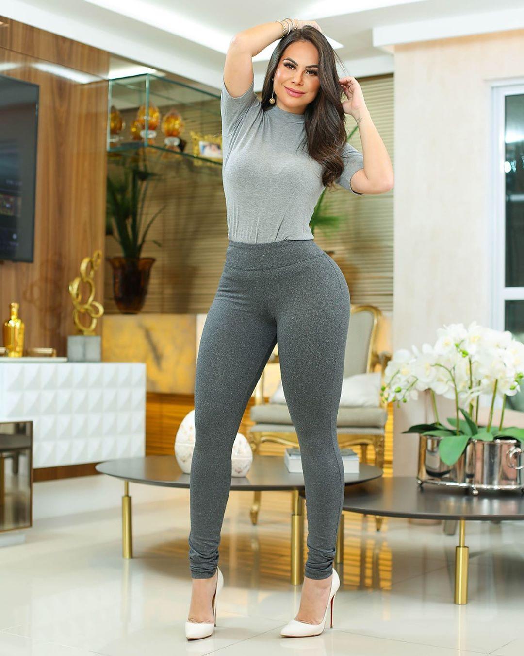 Calça Legging Modeladora Cinza - Empina Bumbum e Comprime a Barriga