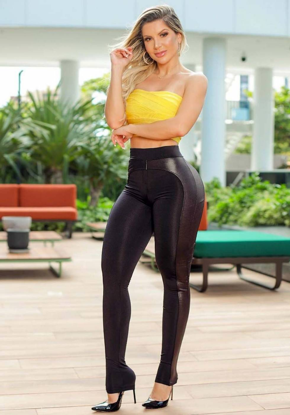 Calça Legging Modeladora com Faixa Preta 01 - Empina Bumbum e Comprime a Barriga