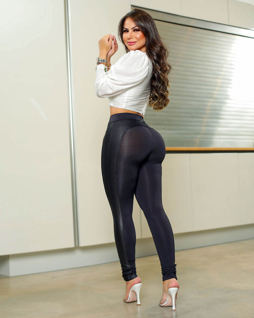Calça Legging Modeladora com Faixa Preta - Empina Bumbum e Comprime a Barriga