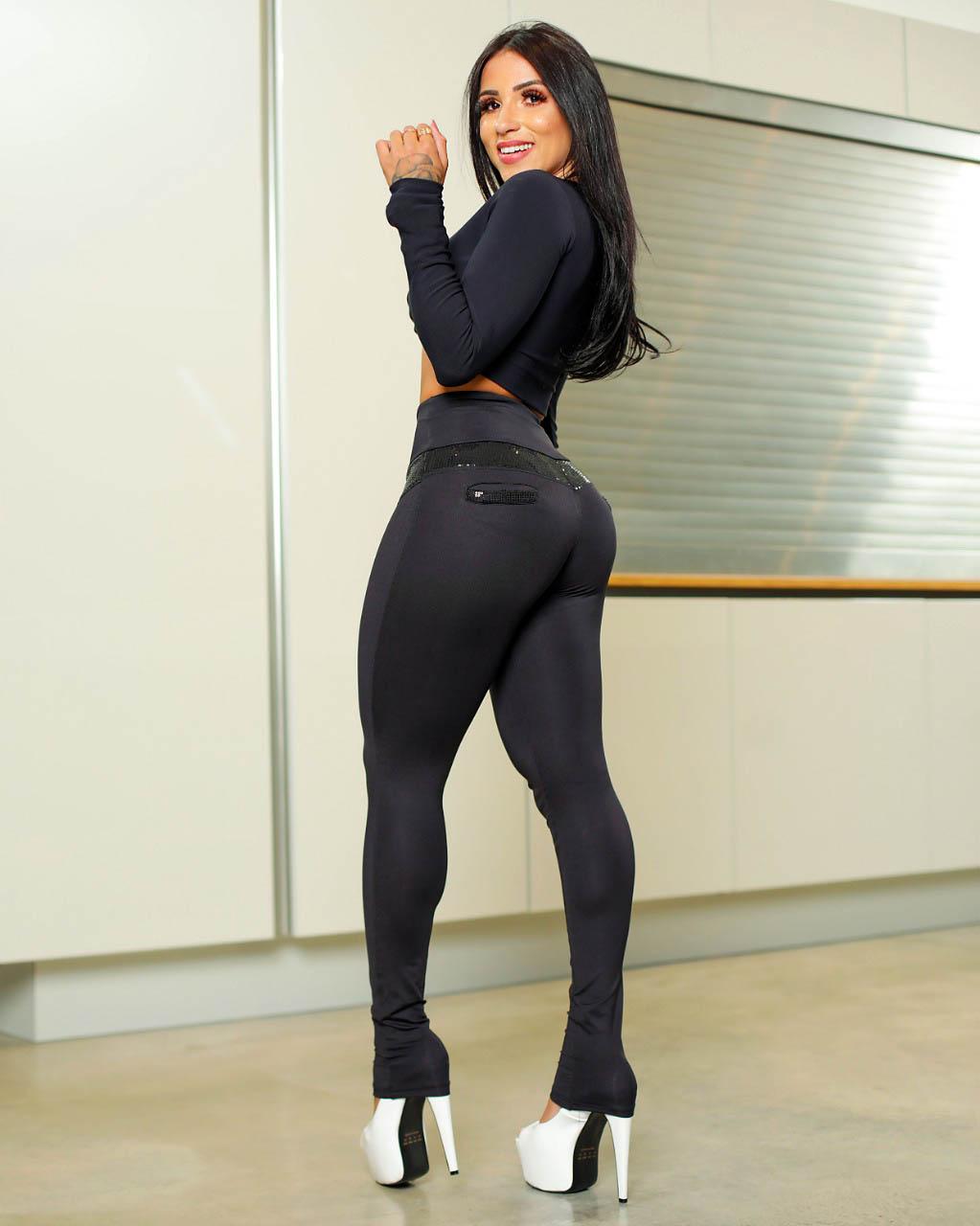 Calça Legging Modeladora com Paetê Preta - Empina Bumbum e Comprime a Barriga