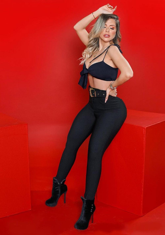 Calça Legging Modeladora Preta com Cinto de Presente - Empina Bumbum e Comprime a Barriga