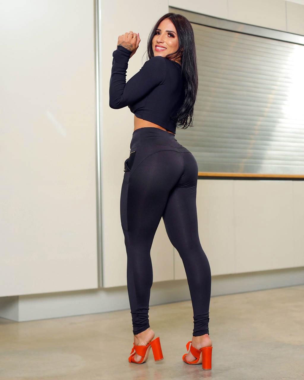 Calça Legging Modeladora Preta Zíper - Empina Bumbum e Comprime a Barriga